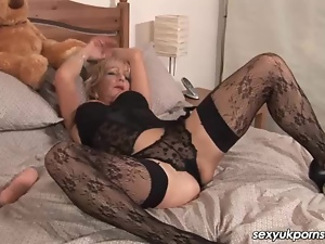 British, Dildo, Granny, Masturbating, Mature, Solo, Stockings