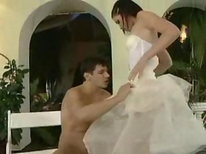porno-roliki-viebal-vseh-po-ocheredi