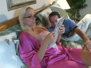 Blondes, Glasses, Housewife, Milf, Mom