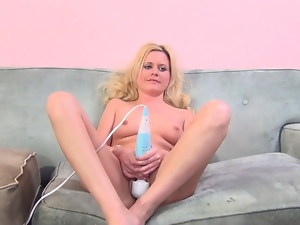 Amateur, Casting, Dildo, Female ejaculation, Hardcore, Hd, Missionary, Sex toys, Squirting, Vibrator